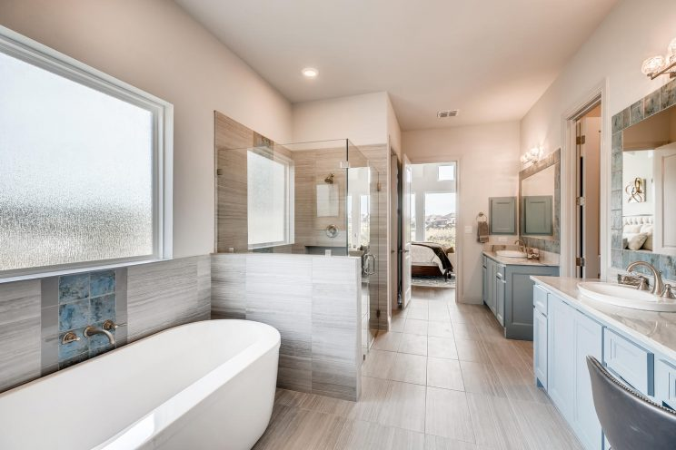 234 Majestic Bluff San Antonio-large-018-017-Master Bathroom-1499x1000-72dpi