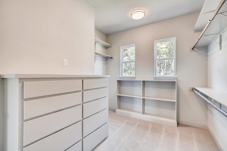 234 Majestic Bluff San Antonio-large-021-011-Master Bedroom Closet-1500x1000-72dpi