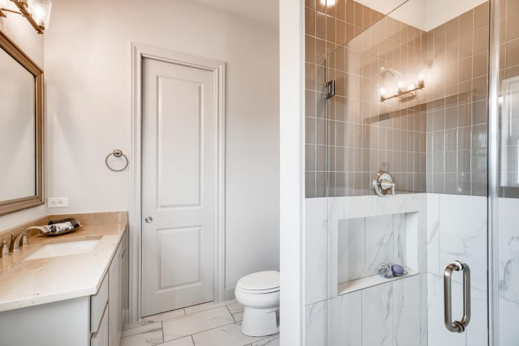 234 Majestic Bluff San Antonio-large-023-019-Bathroom-1500x1000-72dpi