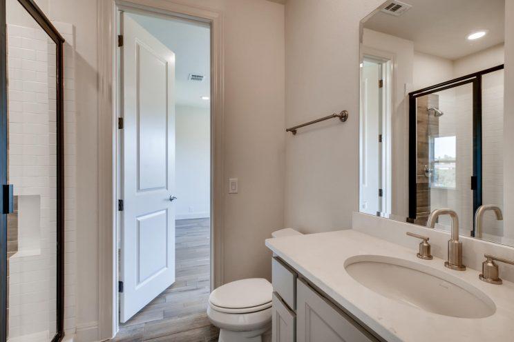 6323 Sevilla Circle San-large-026-018-2nd Floor Bathroom-1500x1000-72dpi