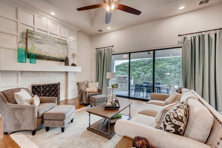 642 Winding Ravine San Antonio-large-006-012-Living Room-1500x1000-72dpi