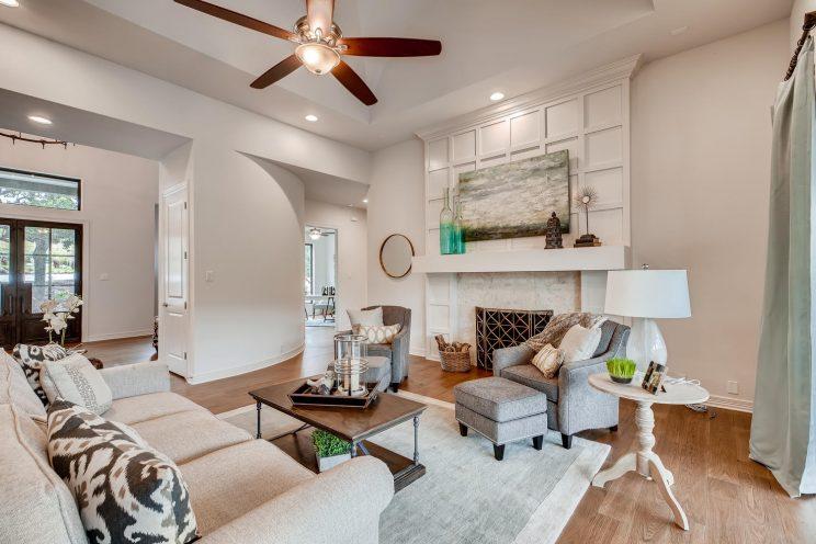 642 Winding Ravine San Antonio-large-007-008-Living Room-1500x1000-72dpi