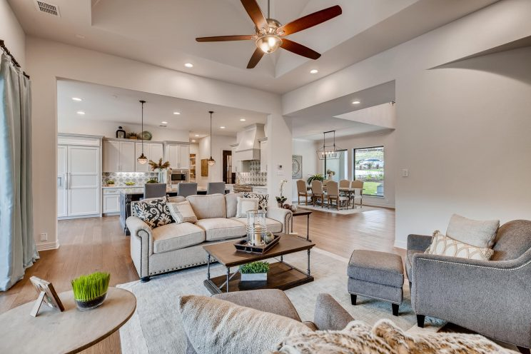 642 Winding Ravine San Antonio-large-008-007-Living Room-1500x1000-72dpi