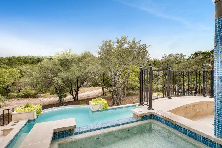 642 Winding Ravine San Antonio-large-035-049-Exterior Hot Tub-1500x1000-72dpi