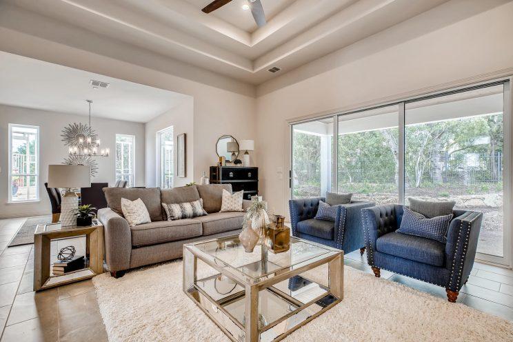7118 Bluff Run San Antonio TX-large-010-016-Living Room-1499x1000-72dpi