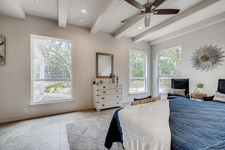 7118 Bluff Run San Antonio TX-large-019-037-Master Bedroom-1499x1000-72dpi