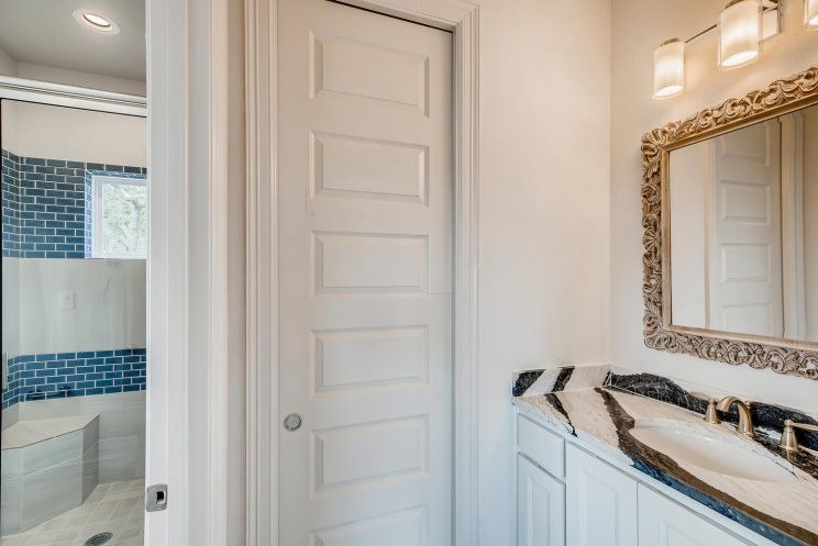 7118 Bluff Run San Antonio TX-large-026-022-2nd Floor Bathroom-1499x1000-72dpi