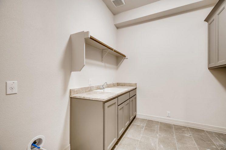 7118 Bluff Run San Antonio TX-large-031-029-Laundry Room-1500x1000-72dpi